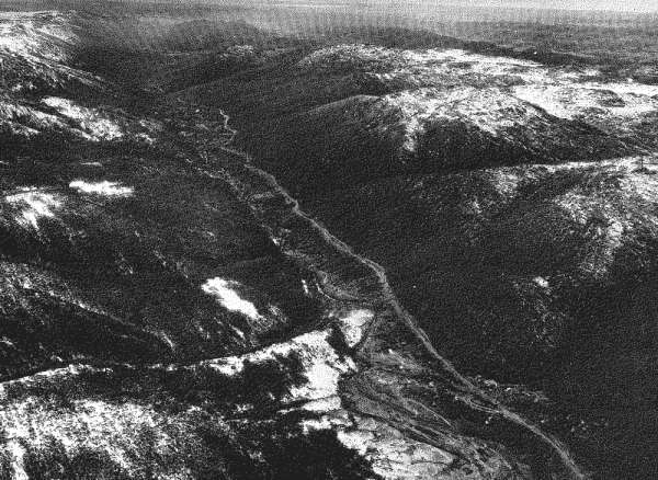 Plate 1. Aerial photograph of the Crackenback Valley, looking north-east.